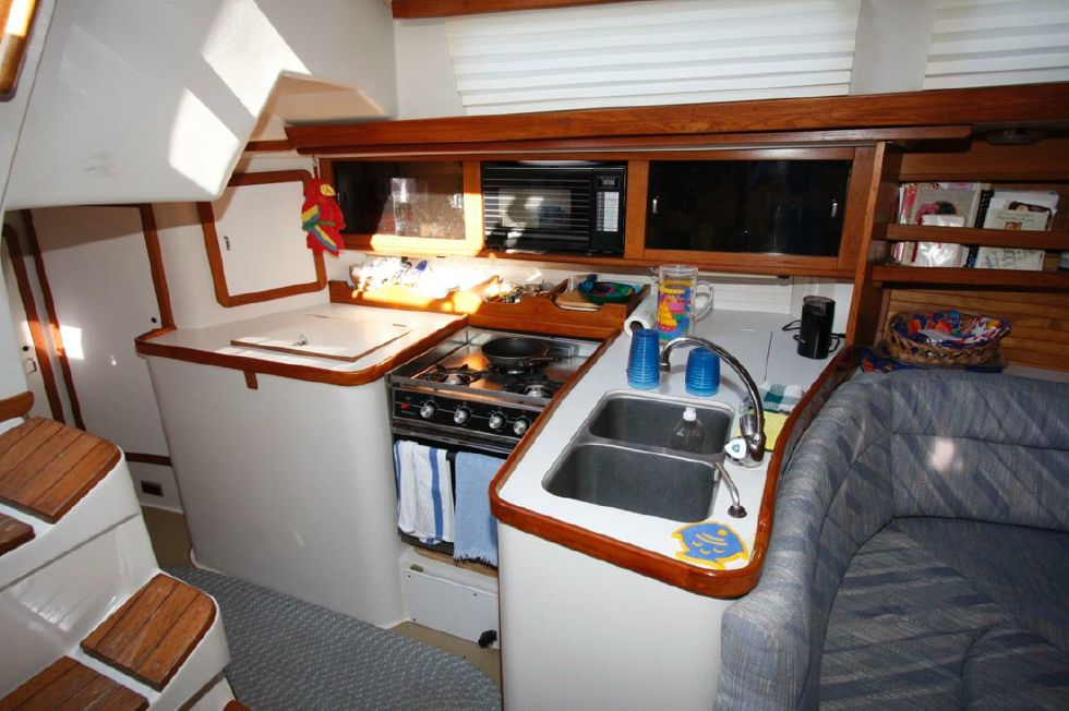 1991 Catalina 42 Two cabin - Galley