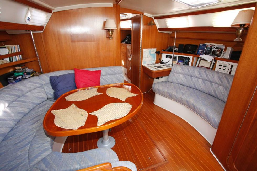1991 Catalina 42 Two cabin - Dinette and Settee