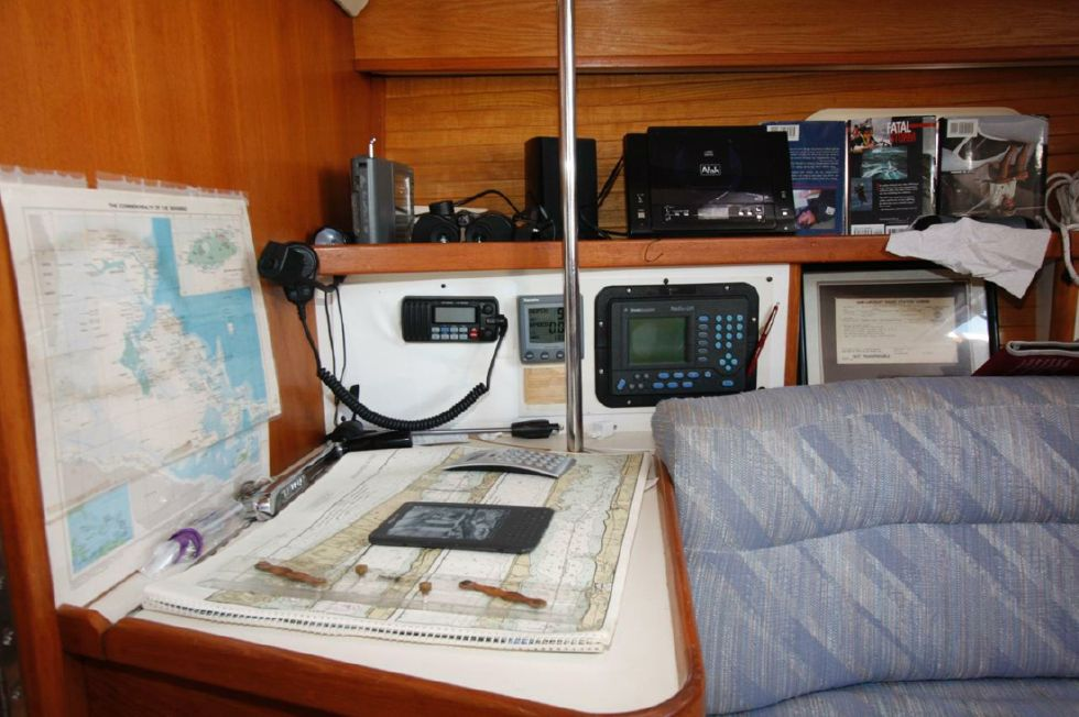 1991 Catalina 42 Two cabin - Nav Station