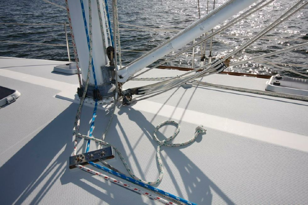 1991 Catalina 42 Two cabin - Mast Step to Keel