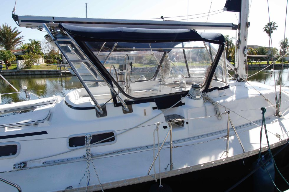 1996 Hunter 42 - Hunter 42 Bimini Enclosure