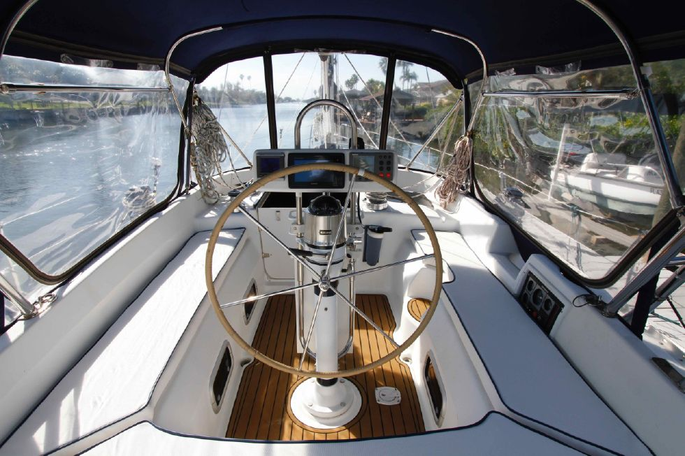 1996 Hunter 42 - Hunter 42 Cockpit