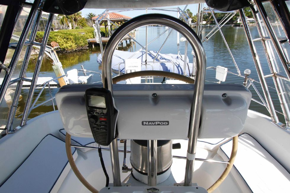 1996 Hunter 42 - Hunter 42 Electronics in Pod