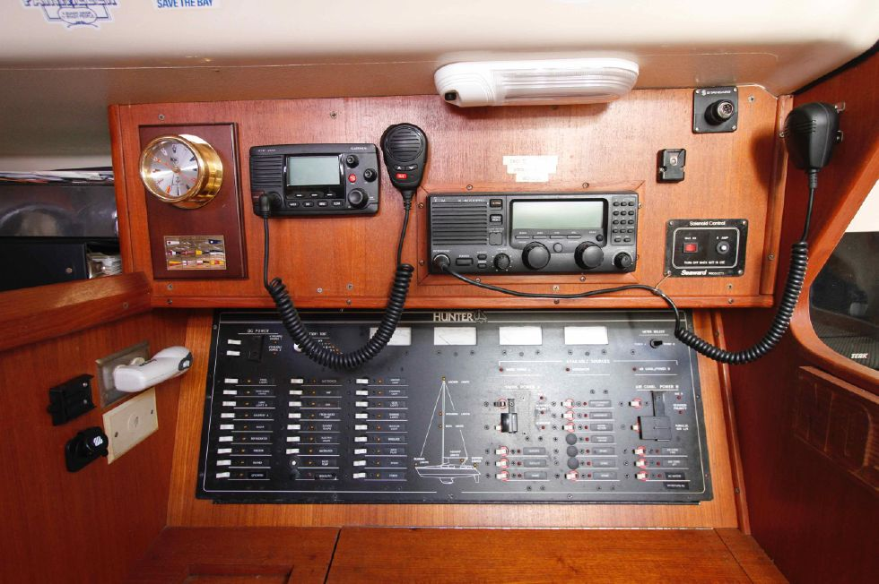 1996 Hunter 42 - Hunter 42 Nav Station