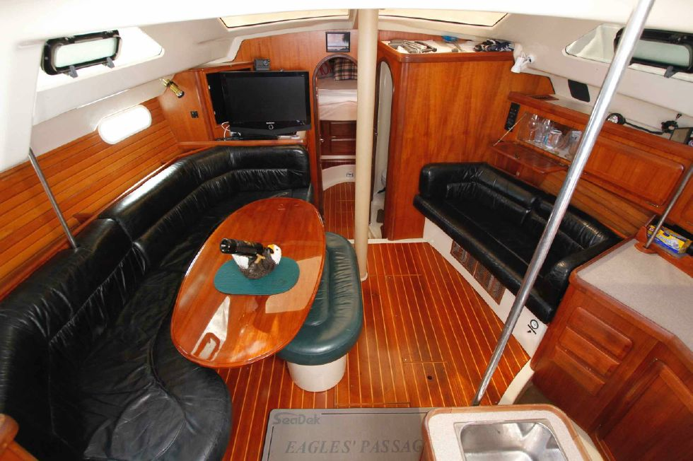 1996 Hunter 42 - Hunter 42 Salon