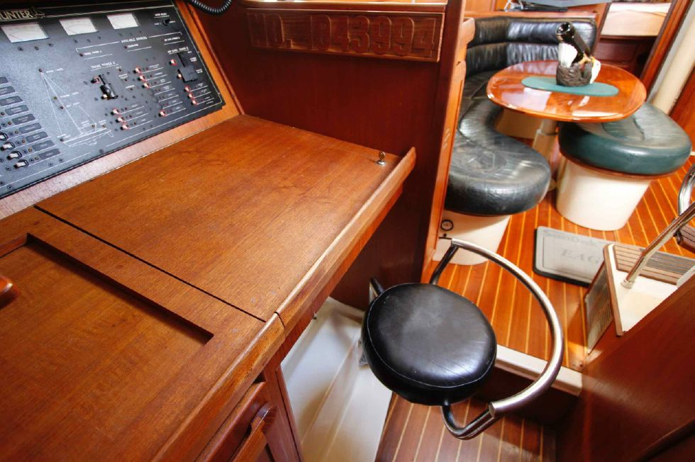 1996 Hunter 42 - Hunter 42 Navigation Station