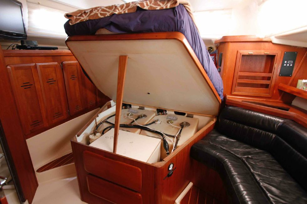 1996 Hunter 42 - Hunter 42 New Fuel Tanks
