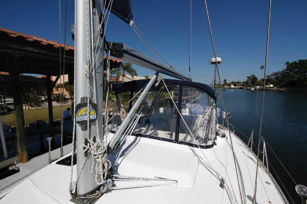 1996 Hunter 42 - Hunter 42 Foredeck