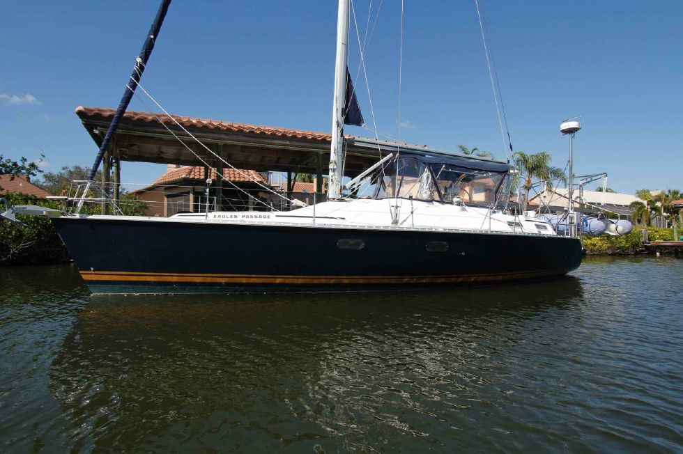 1996 Hunter 42 - Hunter 42 Beautiful Navy Blue Hull