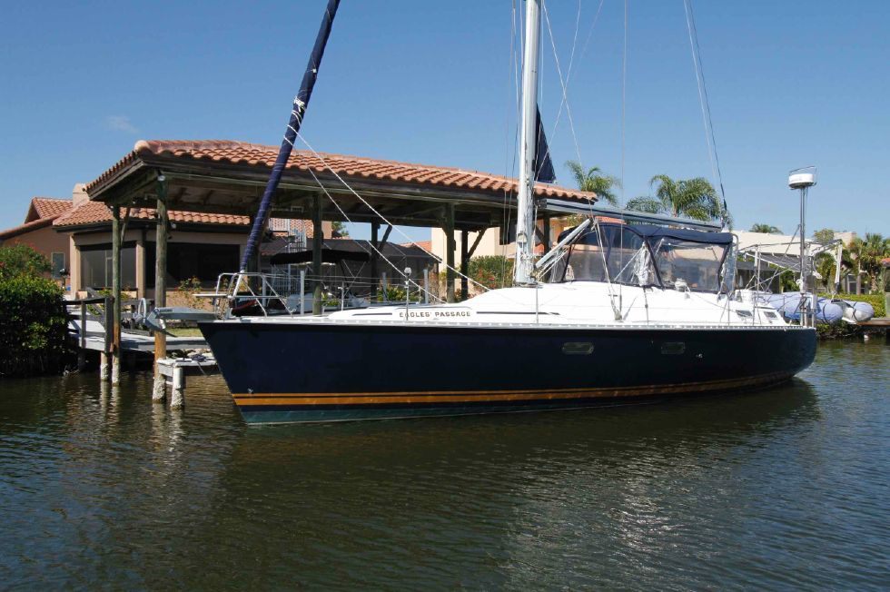 1996 Hunter 42 - Hunter 42 Navy Blue Hull