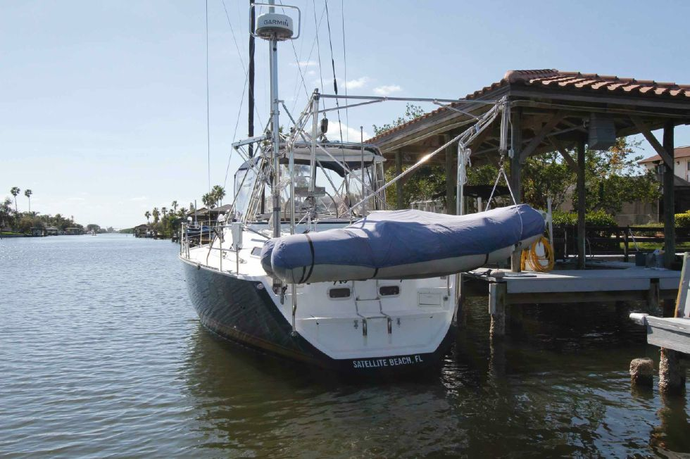 1996 Hunter 42 - Hunter 42 Dinghy 'n Davits