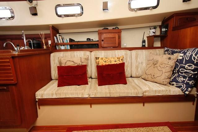 Island Packet 31 Portside Settee