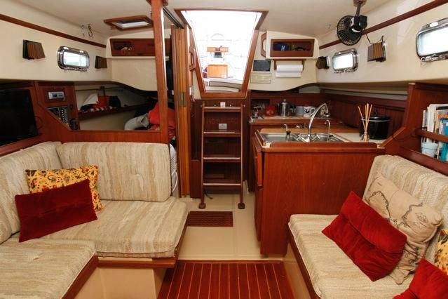 1988 Island Packet 31 Cutter - Island Packet 31 Salon looking aft