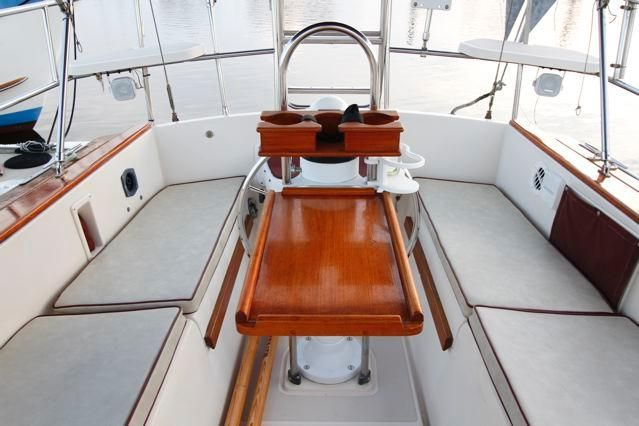Island Packet 31 Cockpit