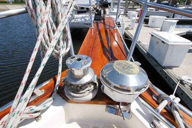 Island Packet 31 Windlass