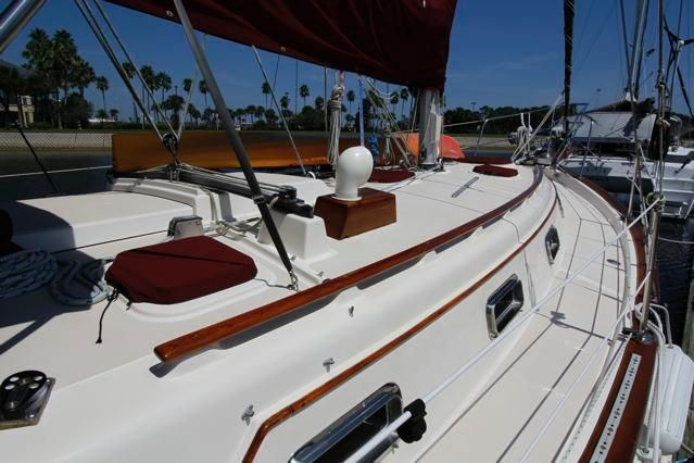 1988 Island Packet 31 Cutter - Island Packet 31 Starboard