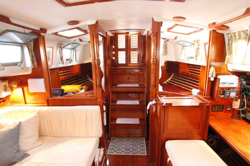 Bayfield 40 Ketch Salon