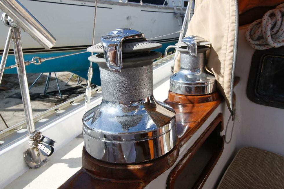 Bayfield 40 Ketch Winches
