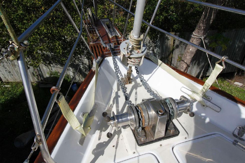 Bayfield 40 Ketch Lighthouse Windlass