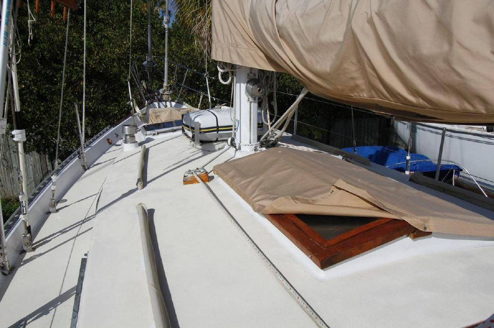 Bayfield 40 Ketch Butterfly Hatch