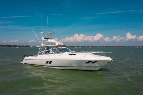 2018 Intrepid 43 Sport Yacht