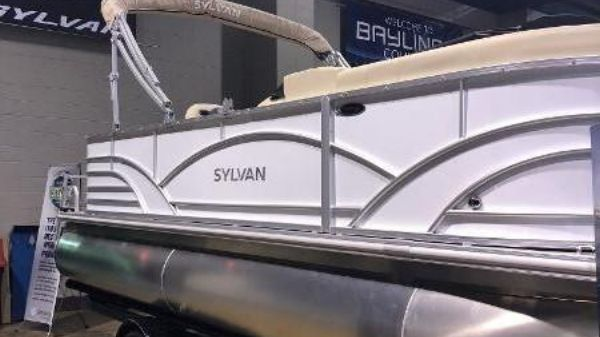 Sylvan Mirage 820 Cruise
