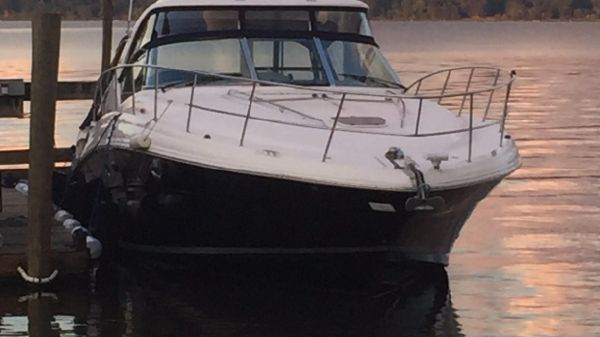 Sea Ray 44 Sundancer w/Hydrolic Lift
