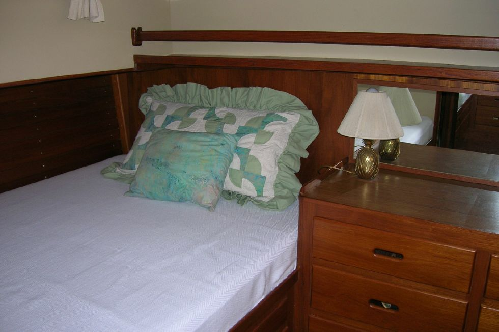 1986 Grand Banks Classic - Master stateroom stbd side queen