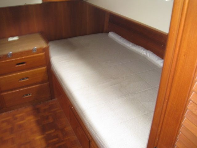 1986 Grand Banks Classic - Port side berth aft stateroom