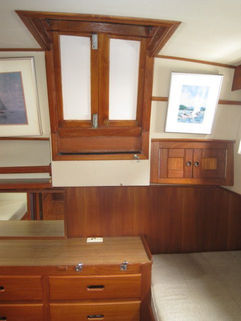 1986 Grand Banks Classic - Aft stateroom companionway
