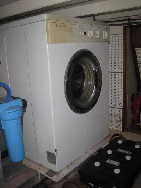 1986 Grand Banks Classic - Washer/Dryer