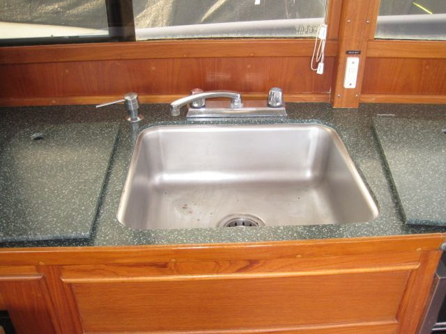 1986 Grand Banks Classic - Sink with covers
