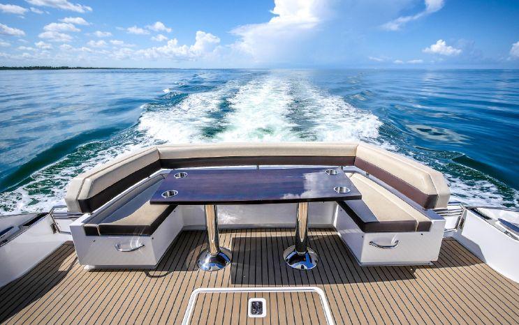 2017 Cruisers Yachts Broker Broker