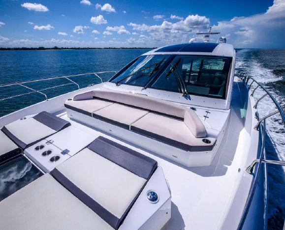 2017 Cruisers Yachts Broker Brokerage