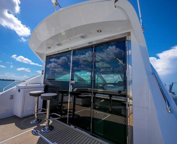 2017 Cruisers Yachts Broker Buy