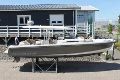 2020 Nimbus T9 T-Top, inboard