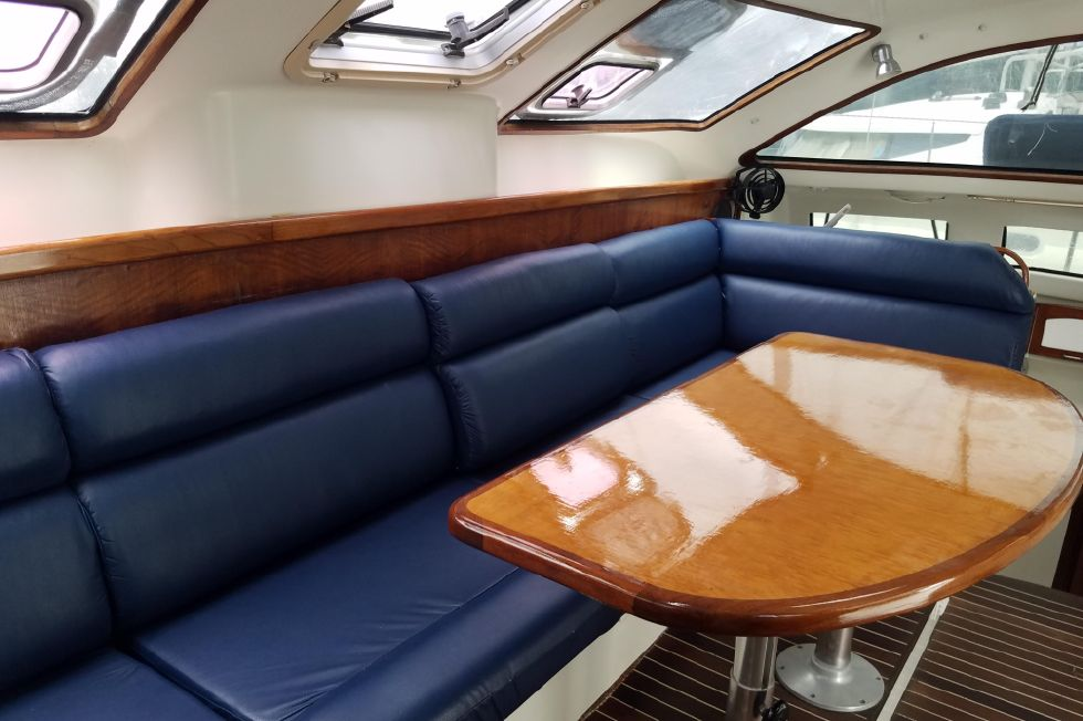 Grainger Catamaran  Salon 1