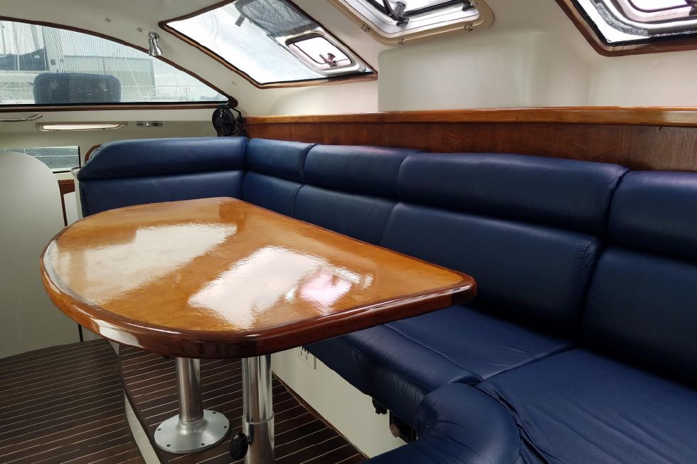 Grainger Catamaran  Salon 2
