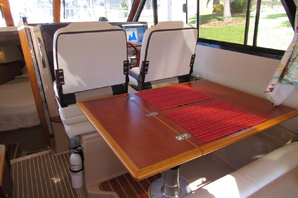 Starboard Dinette Helm Seats Facing Forward
