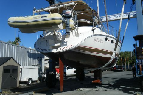 2004 Hunter 466 - Haul out