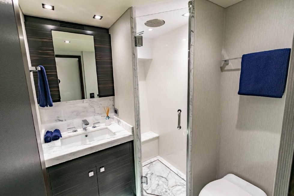 2018 Hatteras M90 Panacera - VIP Head w/ Separate Shower
