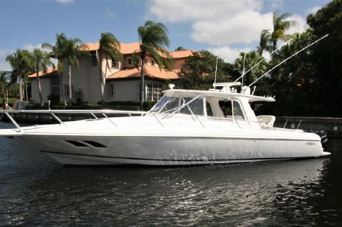 2008 Intrepid 390 Sport Yacht - Port Bow