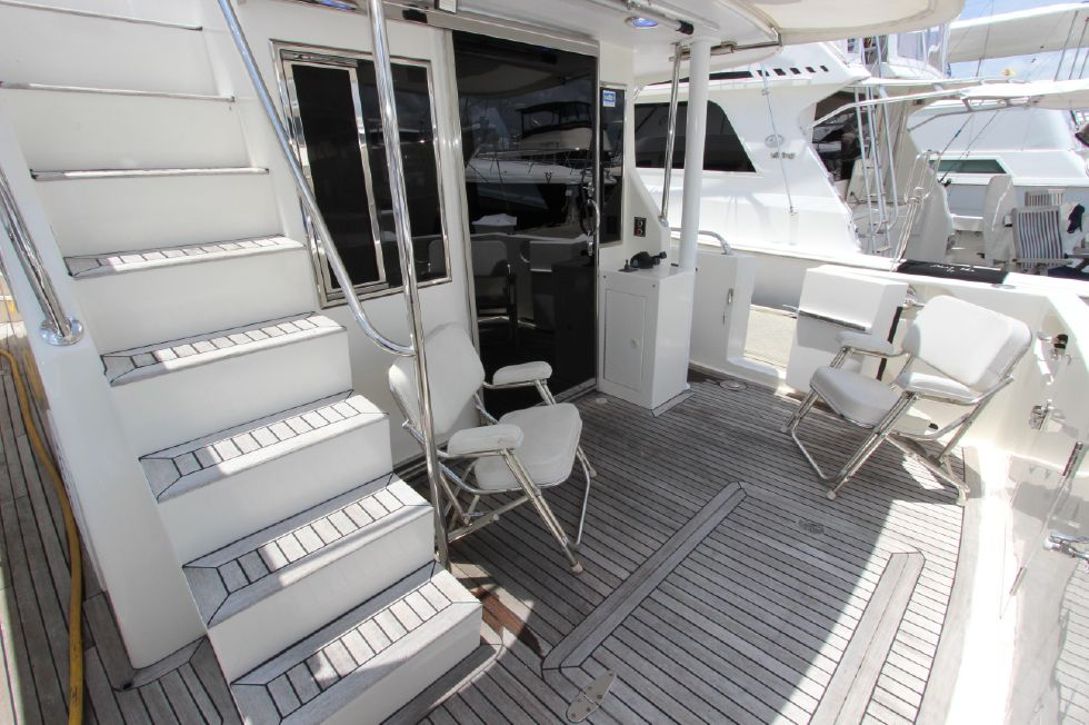 2006 Ocean Alexander Classicco - Cockpit and Flybridge Stairs
