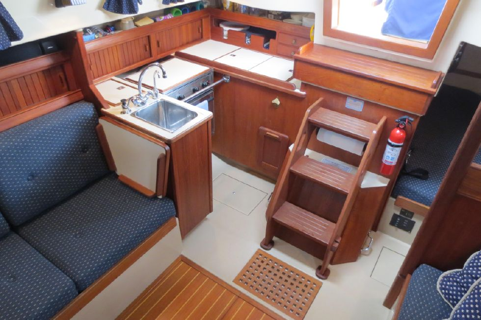 1996 Island Packet 29 Cutter - Starboard Aft