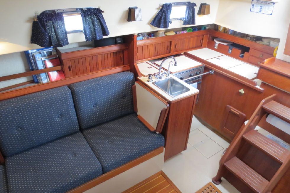1996 Island Packet 29 Cutter - Galley