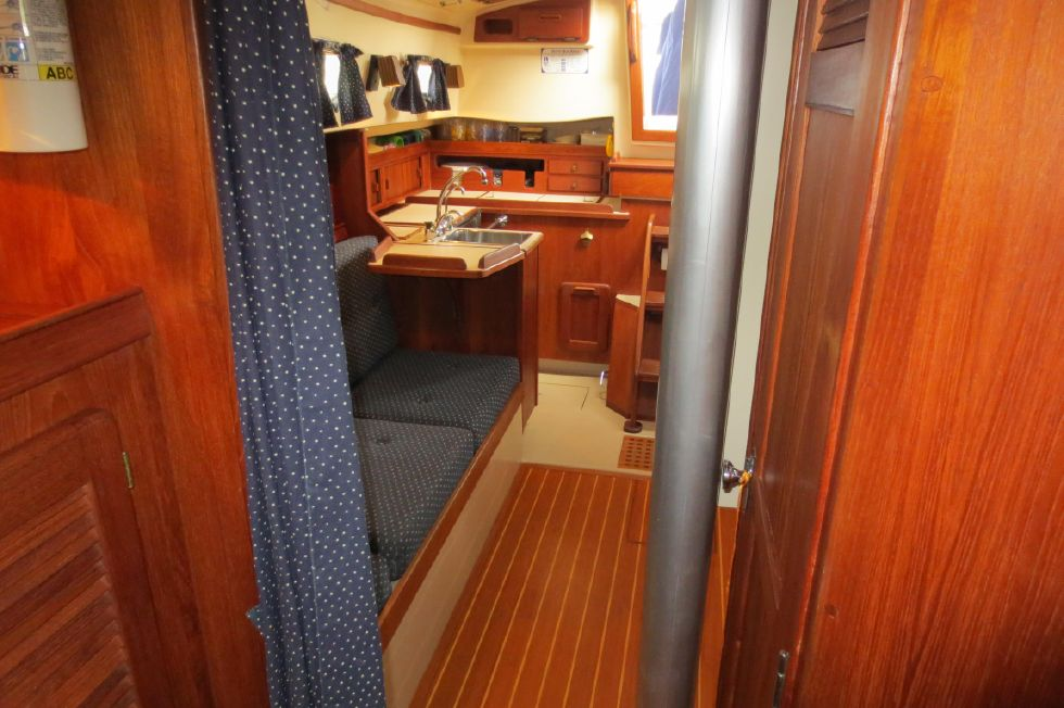 1996 Island Packet 29 Cutter - Looking Aft