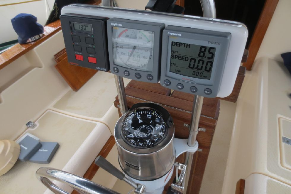 1996 Island Packet 29 Cutter - Electronics