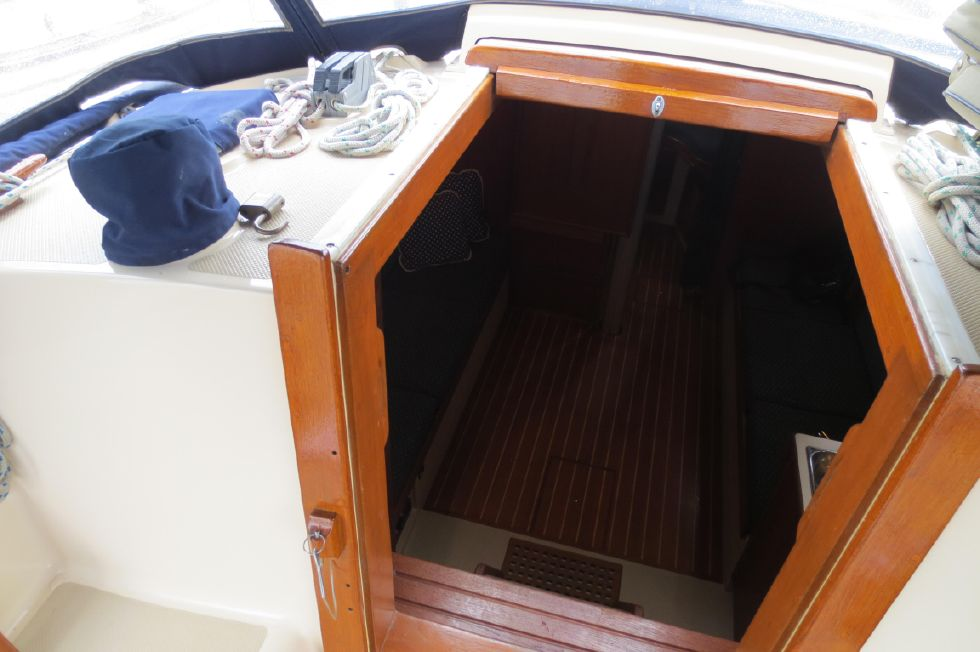 1996 Island Packet 29 Cutter - Companionway