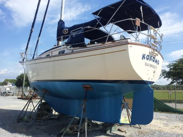 1996 Island Packet 29 Cutter - Hauled out