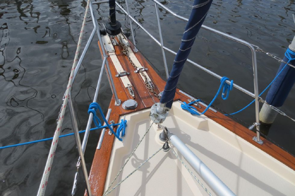 1996 Island Packet 29 Cutter - Foredeck